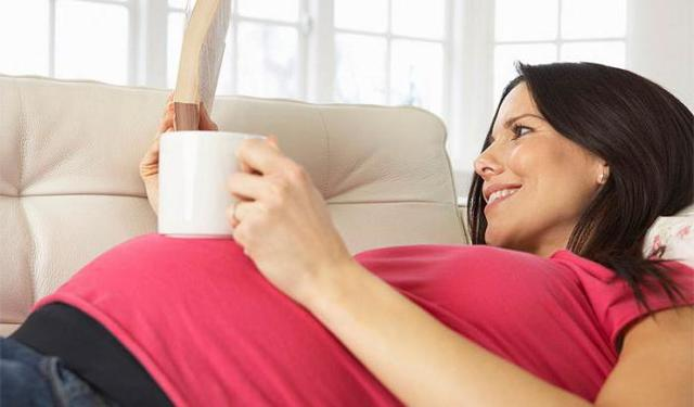Какие травы можно пить при беременности, а от приема каких следует отказаться