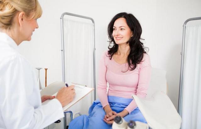 Бели у женщин: норма, причины и симптомы изменения характера выделений