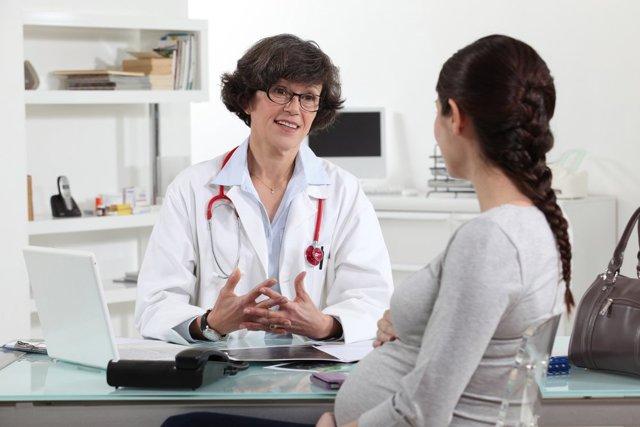 Грипп при беременности: как лечить болезнь на ранних сроках, во 2 и 3 триместрах