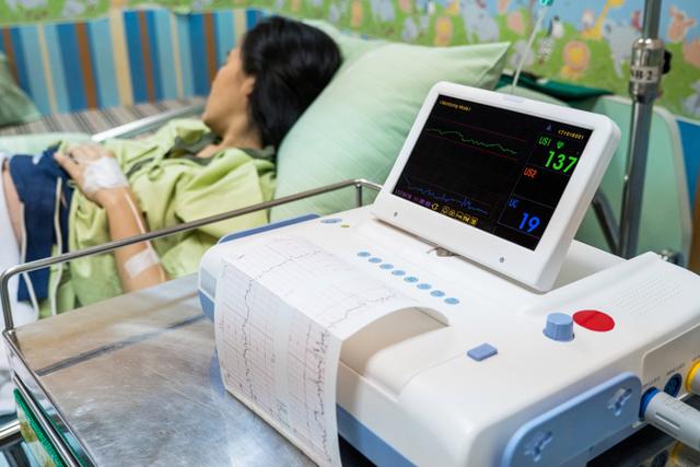 КТГ (кардиотокография) плода: что показывает и как проводится исследование