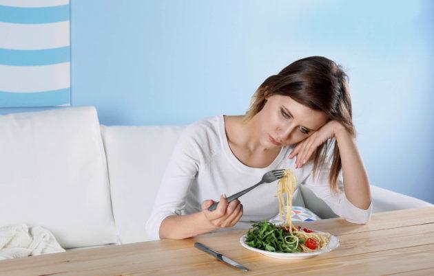 Почему перед (во время) месячными хочется много есть: Жор, аппетит