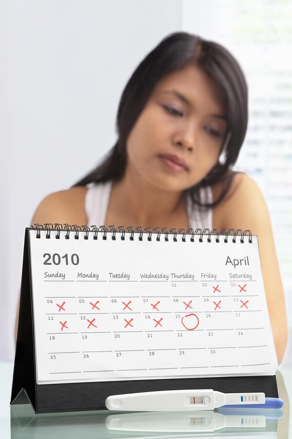 Сколько может быть задержка месячных (без беременности): при регулярном цикле