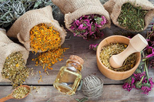 Приливы при климаксе лечение народными средствами (в домашних условиях): рецепты
