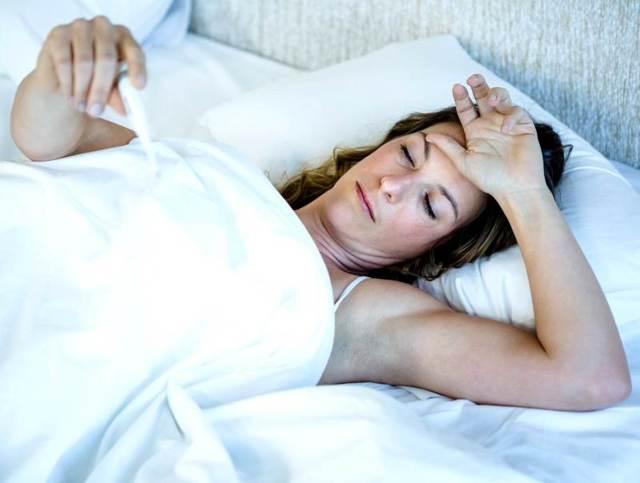 Температура при климаксе у женщин (может ли подниматься): субфебрильная, базальная (при приливах)