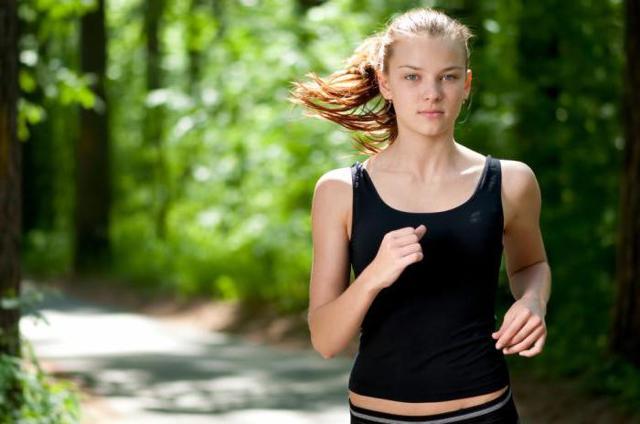 Можно ли бегать при месячных: мнение врачей, рекомендации, противопоказания
