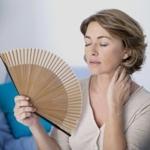 Приливы при климаксе у женщин (симптомы, лечение): препараты от приливов и потливости