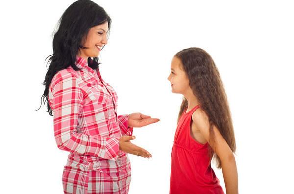 Первые месячные у девочек: во сколько лет, признаки (менархе)