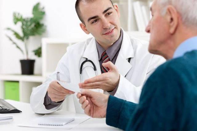 Тошнота (Рвота) при месячных, болит живот: Причины