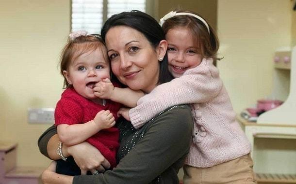 Выделения у девочек 3-4-5-7-10-12-13 лет: белые, зеленые, желтоватые на трусах, причины