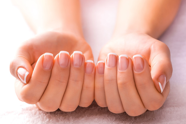 Можно ли наращивать ногти во время месячных: шеллак, гель лак